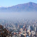 Blick über die Millionenstadt. Die Anden sind wegen dem Smog kaum erkennbar.