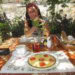 Unser erstes Frühstück mit Baguette, Omelette usw. Eine nette Hinterlassenschaft der Franzosen