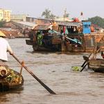Viele Märkte auf den Flüssen