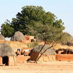 Vorbei an kleinen Dörfern