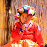 Die Urus leben von der Fischerei (z. B.: Andenkärpflinge: Orestias, Welse: Trichomycterus). Eine zusätzliche Einnahmequelle ist der Verkauf von bunten Decken an die Touristen und die Trinkgelder der Fotografen.