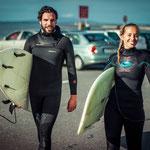 Surfer am Strand von Irland