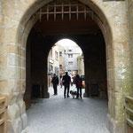 Der Eingang wie bei einer Burg...