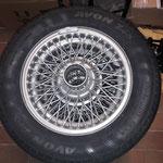 Die Räder sind fertig soweit, es kommen klassische AVON Reifen zum Einsatz, der TÜV gibt seinen Segen für 165/70x13 auf den 4,5J Felgen