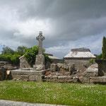 ....mit einem uralten Gräberfeld. Das keltische Hochkreuz ist allgegenwärtig, das Wetter ist so mystisch wie der ganze Ort