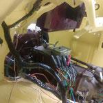 Heizung und Gebläse sind installiert, der Kabelbaum wird eingezogen