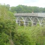 Wenn man ein wenig die Augen offen hält, findet man auch sowas: Ein 150 Jahre altes Eisenbahnviadukt