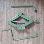 Es hat sich endlich auch ein originaler Wagenheber und Radschlüssel aufgetan, alles wurde im Originalfarbton gepulvert