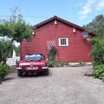 Am Nachmittag sind wir endlich in Handeland, 26Grad, Sonne und ein typisches Holzhaus
