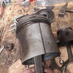 Alte Technik: Geschlitzte Kolben haben Platz für Ausdehnung und klemmen nicht....