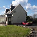 Endlich: Unsere erste Bleibe für eine Woche in Castlegregory. Solche Cottages kann man schon für €250.-- / Woche mieten, 3 Schlafzimmer, Wohnzimmer , Wintergarten.....