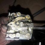 Der Blinkerschalter besteht komplett aus Metall, gebaut für die Ewigkeit. Hier wird nur gereinigt und mit Kontaktspray gepflegt
