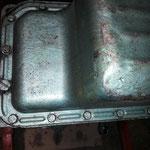 Die Ölwanne ist verbeult und wie so oft wurde sie am Aludichtblock mit metrischen .....M10.....