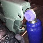 GAZ benutzt bereits PU buchsen für seine Stoßdämpfer, auch hier wird gut mit Silikonfett behandelt