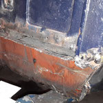 Die A-Säule wurde in den 80igern auch schon repariert, ist aber gut gemacht und intakt, darf somit bleiben, einzig im oberen Bereich wird ein aufgeschweisstes Blech ersetzt
