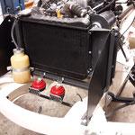 Zuletzt werden noch die Luftleitbleche aus beschichtetem Aluminium montiert