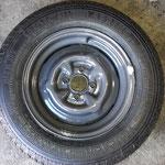 Die Originalfelgen wurden pulverbeschichtet und mit klassischen Vredestein Sprint Reifen und neuen Schläuchen versehen