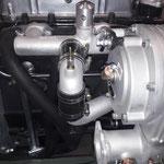 Dann werden die Druckstutzen komplettiert, der kleine Messingstutzen ist der Anschluß für das Ladedruckmessgerät
