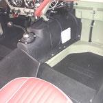 Nachdem das Getriebe getestet wurde, wird der neue Tunnel aus ABS Kunststoff eingebaut. Es werden links und rechts Wartungsluken eingeschnitten