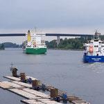 Am Nord-Ostsee Kanal ist ordentlich Betrieb, sehr interessant die Schleuse
