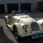 Abends dann, in unsrem Lieblingspub, treffen wir auf diesen netten Nordiren, der unser Auto prima findet und deshalb seinen Morgan Plus 4 mitgebracht hat :-)) Gleichgesinnte finden sich halt überall....