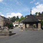 der historische Marktplatz mit Brunnen