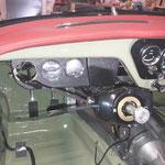Die Luftdüsen werden montiert und das Panel für die Zusatzinstrumente. Das Ölthermometer fehlt noch