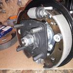 und unsere für uns angefertigten Bremsbacken mit besserem Reibwert werden eingebaut