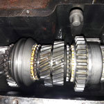 Das ist ein originales 3 rail 3 synchro Getriebe mit D-Overdrive, wie es ab Werk verbaut war, mittlerweile fast nicht mehr zu bekommen. Der Zustand ist fast tadellos, es werden ein Synchronring und die Lager und Dichtungen ersetzt