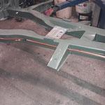 Die Spritleitung und die Getriebeplatte werden montiert, die Kupferne Leitung wird an den Blechclips mit Isolierband umwickelt, um Kontaktkorrosion zu vermeiden
