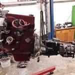 Motor und Getriebe werden ausgebaut, das Getriebe ist mal wieder hinüber....