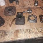 Da sind die Teile. die man noch benutzen kann, die Bremsankerplatte ist im Bereich des Handbremshebels stark eingelaufen, wir haben aber bereits gute gebrauchte hergerichtet