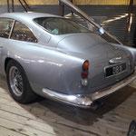 in einem Nebengebäude: Aston Martin....