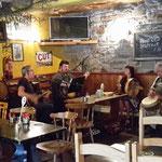 Am Abend gehts ins Pub, bei Livemusik und einem Bier, das Erlebte revue passieren lassen....
