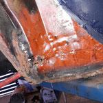 ....viel Rost und wenig Blech, in England mit Dosenblech und Blechtreibschrauben repariert