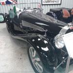 Bugatti...wir schauen und hören noch beim Parken zu und fahren beeindruckt zurück