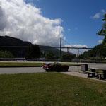 Die Brücke gehört zur Europastrasse 45, wir machen Rast..