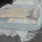 Der Kofferraumdeckel braucht leider flächig eine dünne Schicht Spachtel, da dieser auch sehr viele Macken und Wellen hatte, 35 Jahre in einer Scheune sind eben kein Pappenstiel