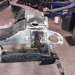 Dann widmen wir uns dem Heck: Es werden 3mm Stahlplatten auf die Endplatten des Rahmens geschweisst, um eine glatte Fläche zu haben. Hier wird der Hinterachsstabi einmal montiert