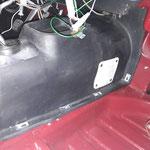 Endlich kann der Getriebetunnel eingebaut werden, dieser ist aus ABS Kunststoff und schon seit Jahren im Auto