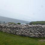 auf dem Weg, liegt auch das Dunbeg Stonefort aus der Eisenzeit, dessen Wände sind teilweise über 6 meter dick...