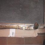 der Kühler ist auch fertig, ein Rohr wurde neu gelötet und ein Gewindestutzen für den Thermoschalter des Ventilators eingebaut, fehlt noch neue Farbe