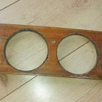 Auch hier wird ein wenig angefangen.Ein original erhaltenes Holzcockpit. Der alte Lack lässt sich mittels Heissluftfön wunderbar entfernen