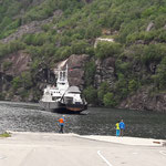 Dann kommen wir in Lysebotn am Fährhafen an, die Reise dauert ein paar Stunden