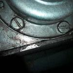noch mehr Murks....Dort wurden wie so oft am ganzen Auto metrische Schrauben eingesetzt, der Motorblock hierzu aufgebohrt....ne Menge Kleinarbeit steht an