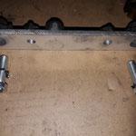 Der neue Aludichtblock wird mit Zahnscheiben unter den Schrauben montiert. Ab Werk ist keine Sicherung vorgesehen, oft sind die Schrauben dann lose