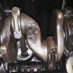 man beachte die Pleuelschrauben....das vom 4.Zylinder wurde offensichtlich mal ersetzt.....Spannung steigt