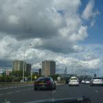 Dann, nach Stunden auf der Autobahn, taucht Belfast auf. Da müssen wir ein Stück weit durch