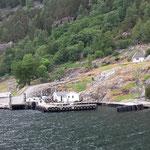 Wir laufen den nächsten Fährhafen an :-)