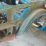 Der alte Kotflügel war übel gespachtelt und wird ersetzt